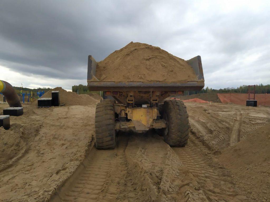 перевозка строительного песка самосвалами